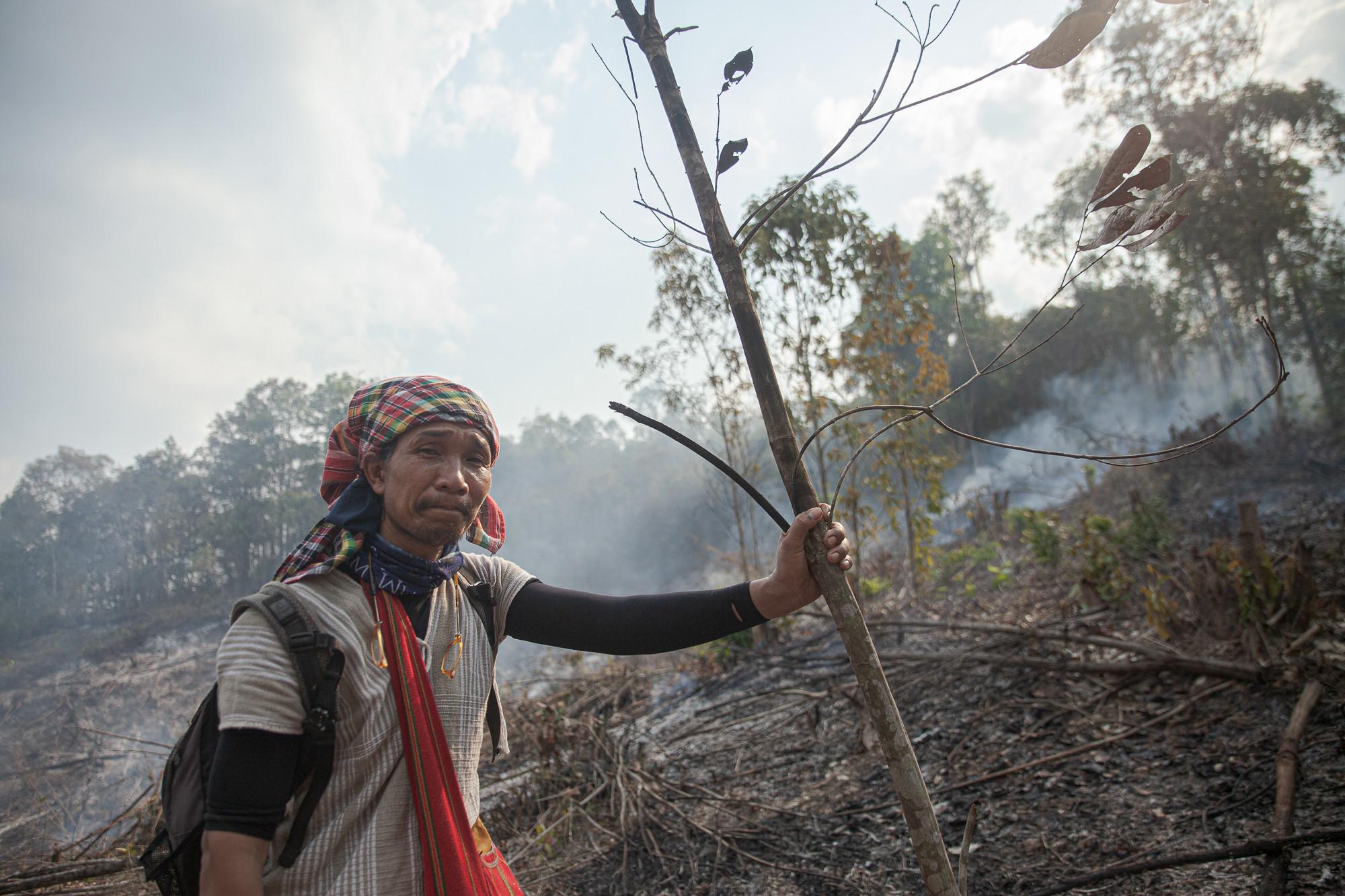พฤ โอโดเชา ปราชญ์ชาวปกาเกอะญอ ผู้ให้ข้อมูลภูมิปัญญาในการจัดการไฟของชาวบ้าน (ที่มา: ณัฐชานันท์ กล้าหาญ)