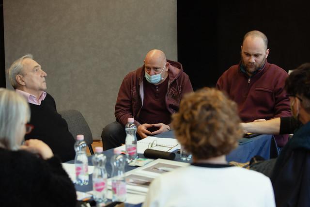 Hárman a padon - Takács Attila képei az olvasópróbáról