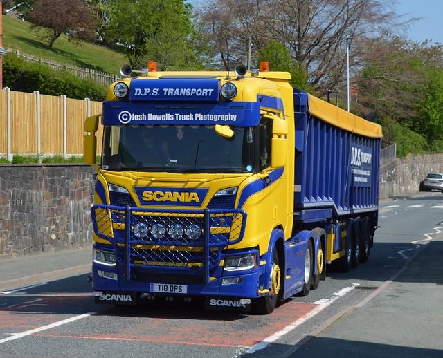 DPS Transport T18 DPS At Llanfair Caereinion