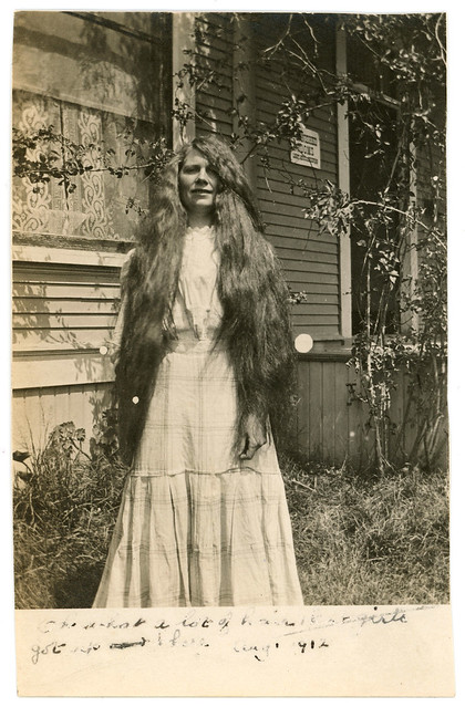 Vintage 1912 Photo : Gotta Lotta Hair Up There