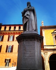 Dante Aligheri statue, Verona