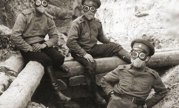 Русские солдаты в противогазах