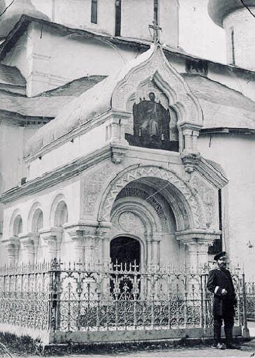 Часовня над могилой князя Дмитрия Пожарского