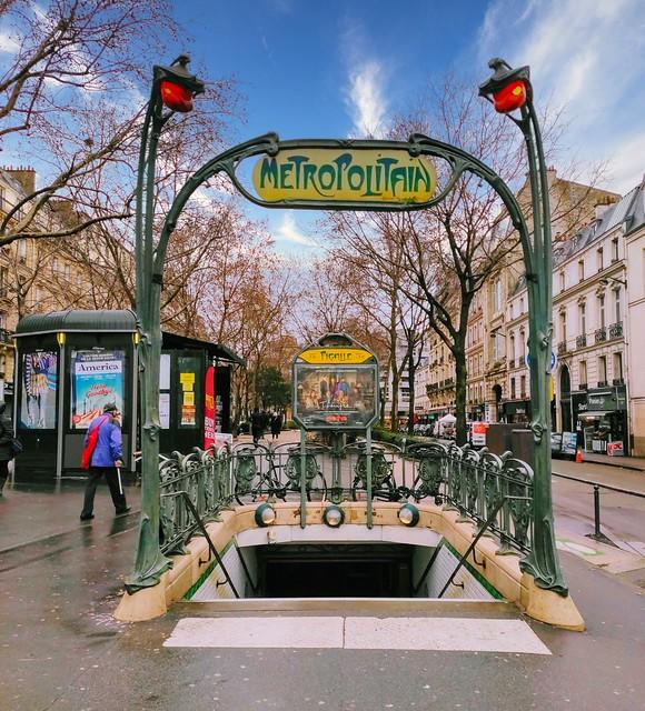 Métro Pigalle - Paris
