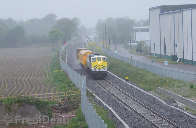 Irish Rail 083 at Knockgriffin.