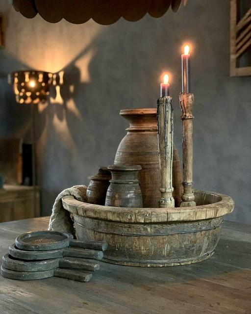 Olijfbak met kandelaars Nepalese pot houten onderzetters