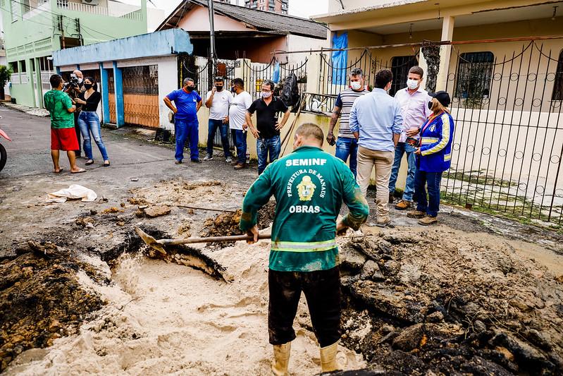 Vice-prefeito e secretário da Seminf, Marcos Rotta, vistoria pontos de obras emergenciais de Manaus
