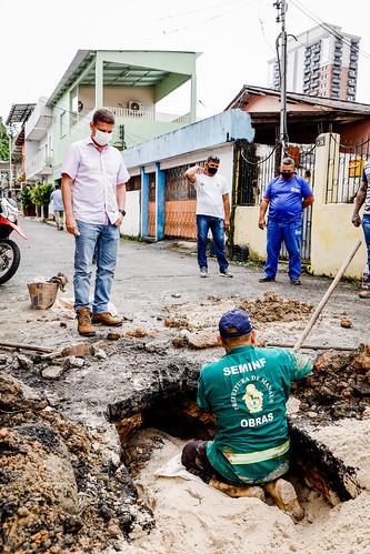 04.02.21 - Vice-prefeito e Secretário da Seminf, Marcos Rotta, vistoria pontos de obras emergenciais de Manaus