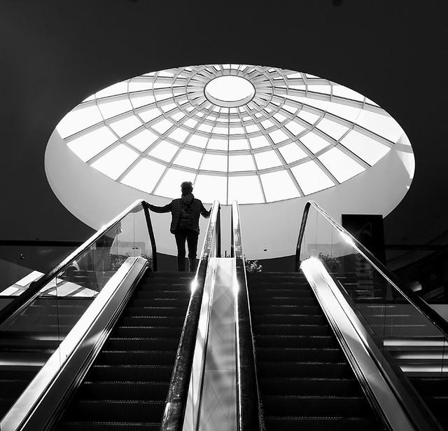 Rolltreppe aufwärts 3 sw  (explored)