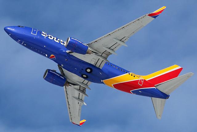 N204WN Southwest 737-7H4 at KCLE