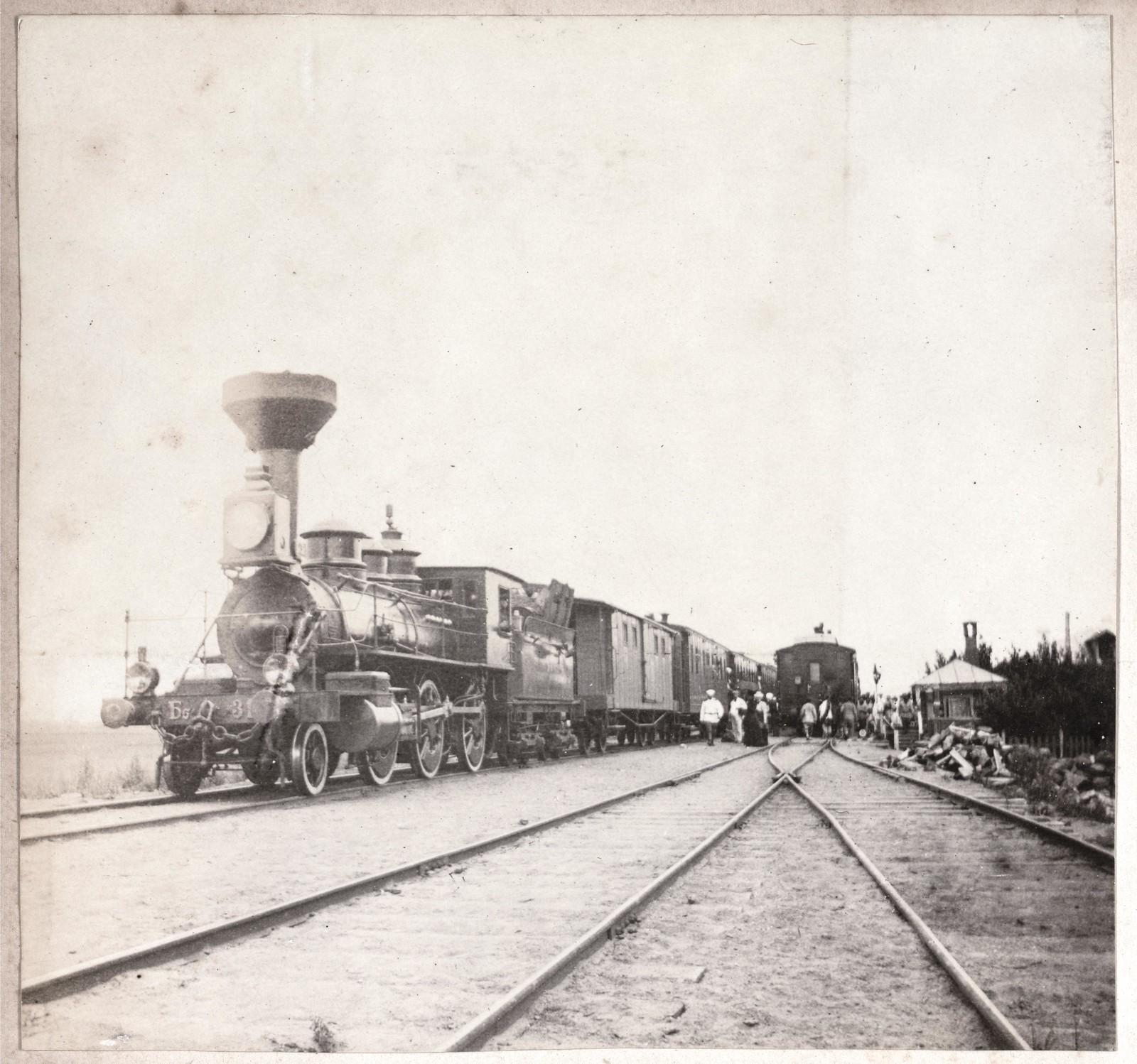 Поезд на Уссурийской линии Транссибирской магистрали между Владивостоком и Хабаровском