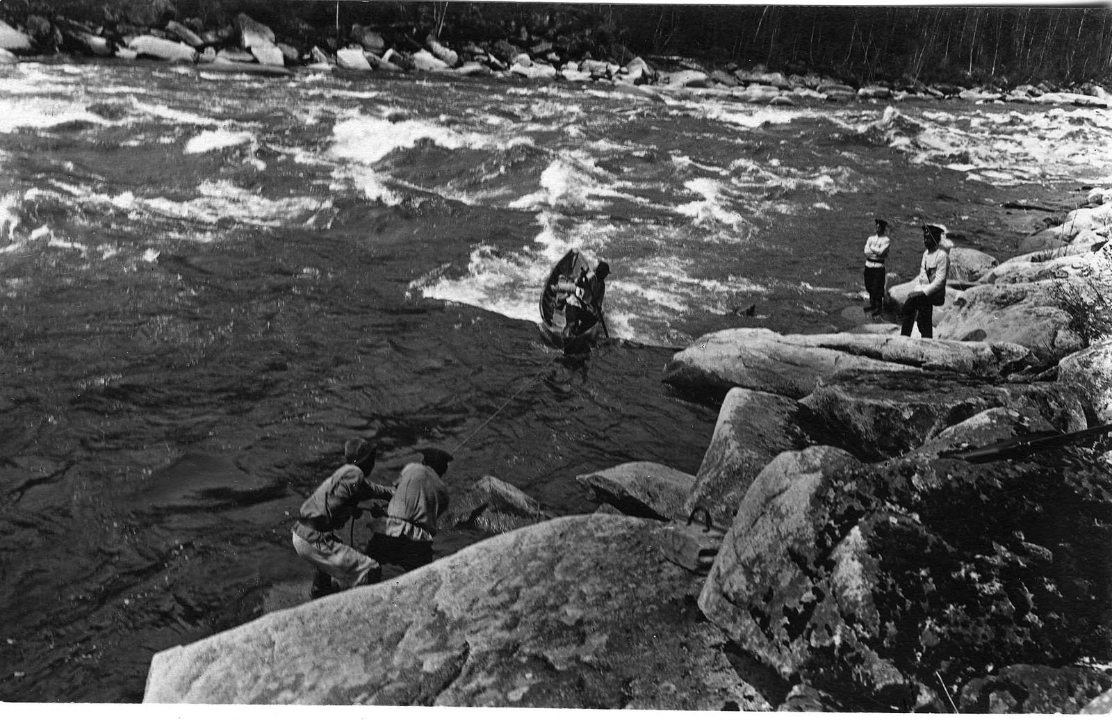 14. Подъем лодки по Мрасскому порогу с помощью веревок