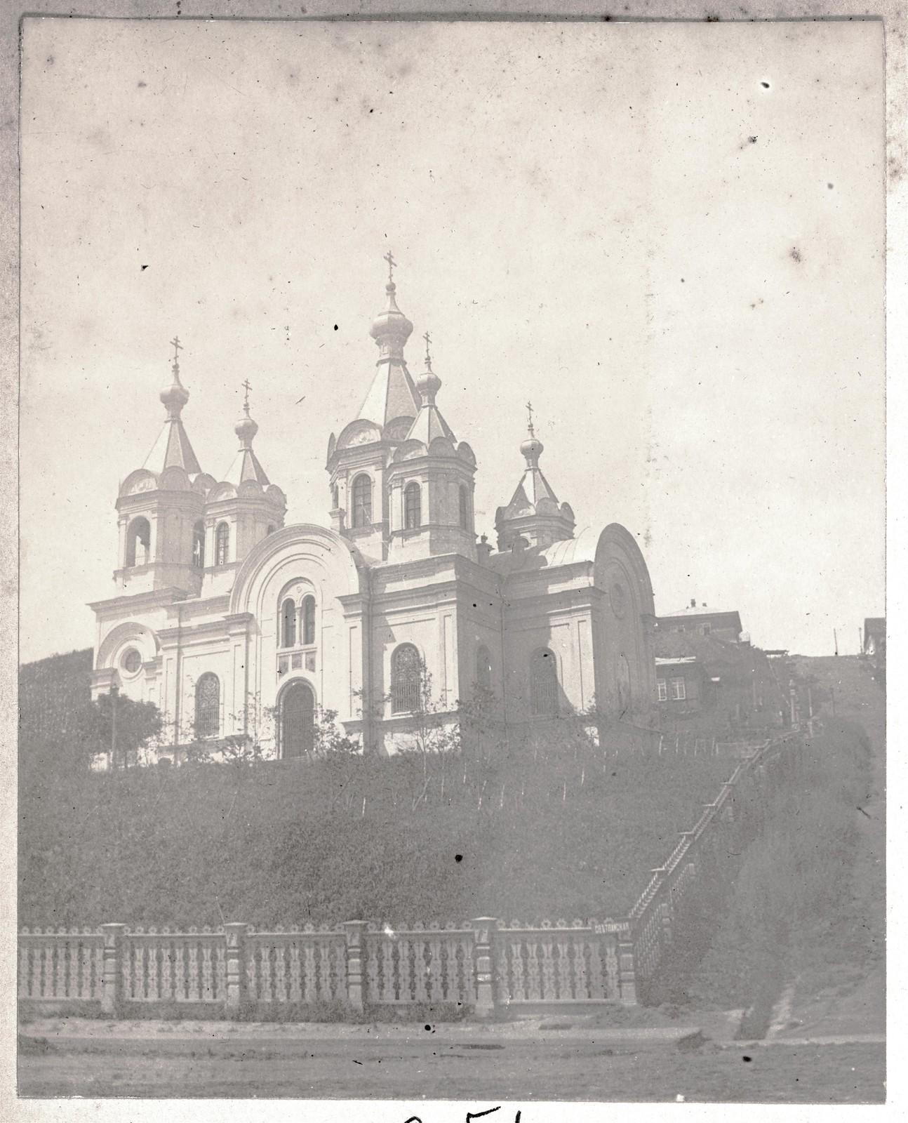 Успенский собор, вид со Светланской улицы на север
