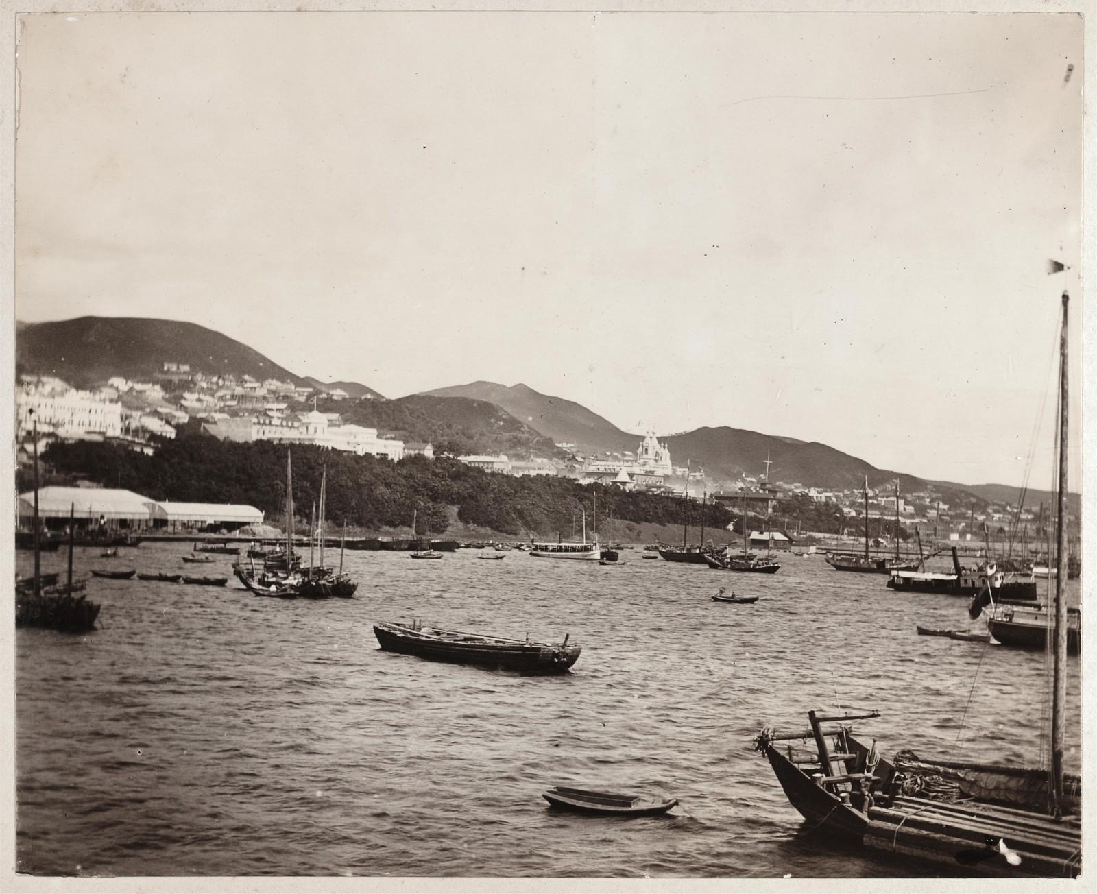 Вид на город со стороны залива Золотой Рог