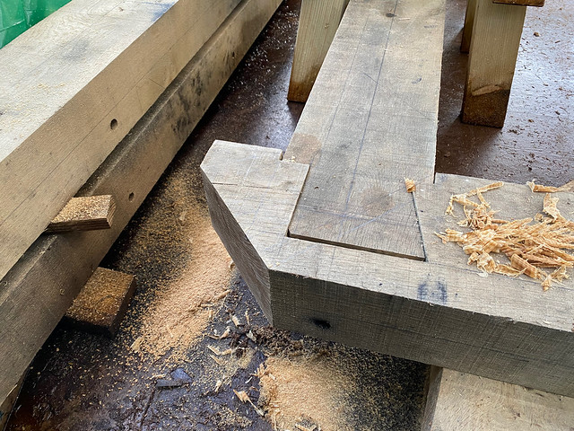 Diagonal cut for foot of second hip rafter