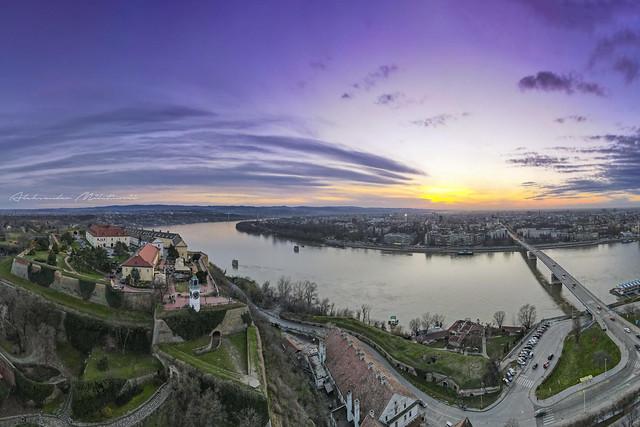 Pogled na Novi Sad sa Petrovaradinske tvrdjave