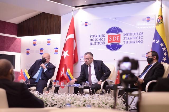 Delegación venezolana en Turquía participa en conferencia «Guerra híbrida contra Venezuela»