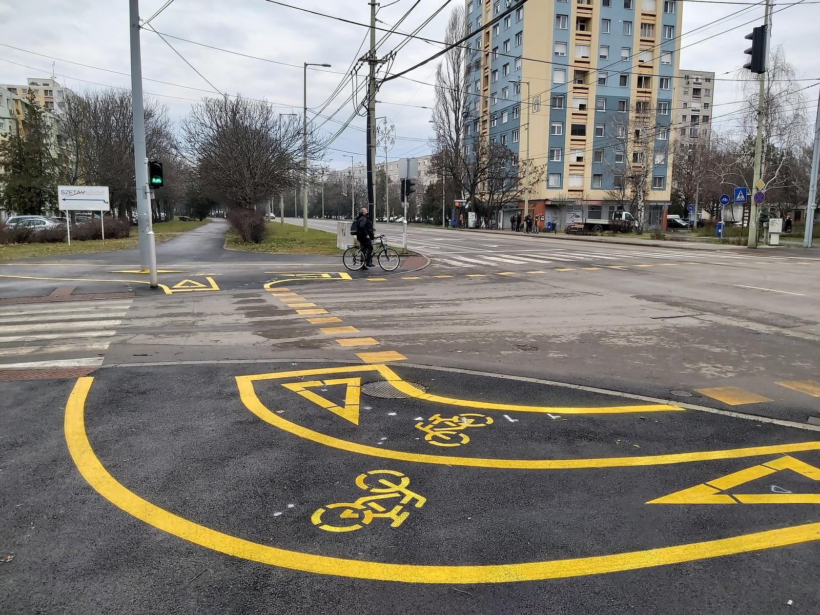"""Kerékpárosok a Csongrádi sugárút-Rózsa utca új közlekedéséről: """"Ez nagyon gáz így"""""""