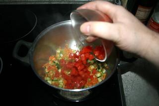 44 - Add diced tomatoes / Tomatenwürfel addieren