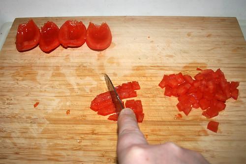 35 - Dice tomatoes / Tomaten würfeln