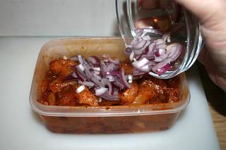 14 - Add onion / Zwiebel dazu geben