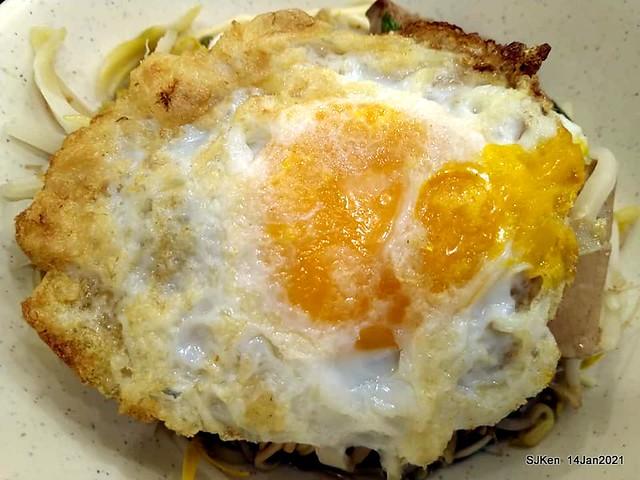 Taiwan traditional dishes 「阿伯蛋包麵」東湖店(Egg noodle),Taipei, Taiwan, SJKen, Jan 14, 2021.