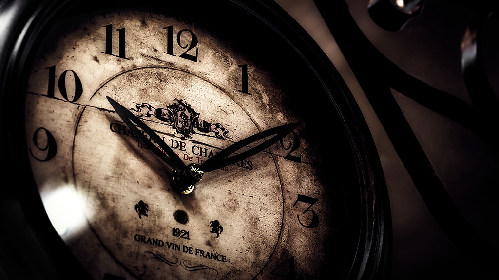 Noir Antique Clock Paris
