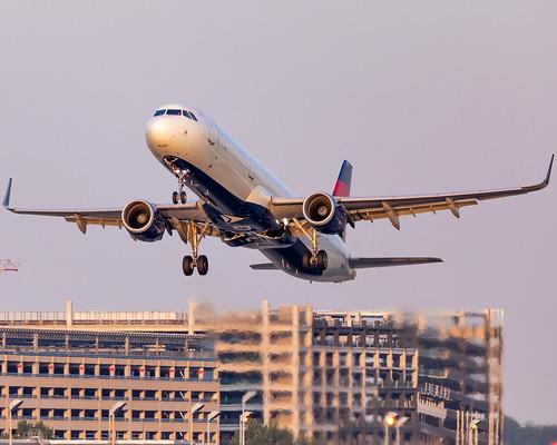 minneapolisstpaulinternationalairport kmsp msp mspairport dal929 mspmso n318dx a321 a321211 airbus takeoff sunset deltaairlines