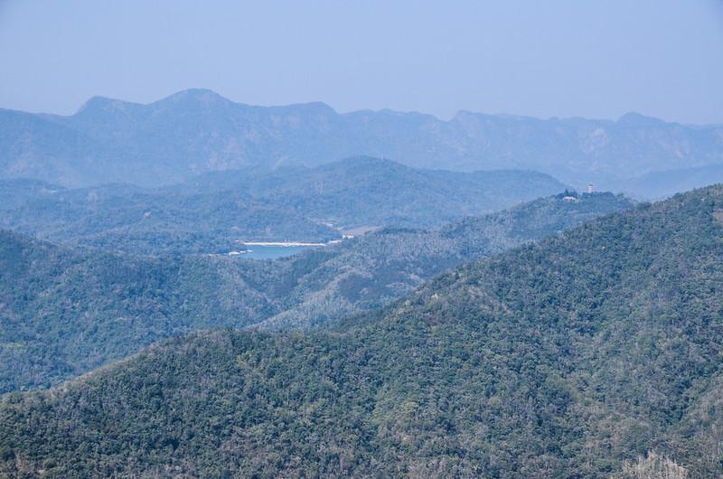 竹墓山山徑西北遠眺日月潭