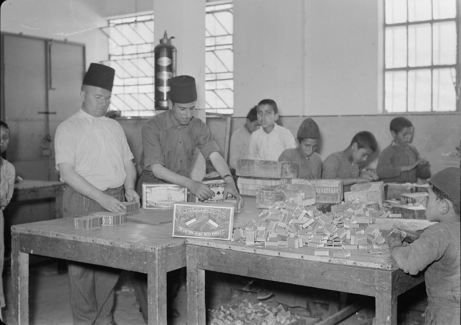 12. 1940. Шхем. Спичечная фабрика. Упаковка спичек