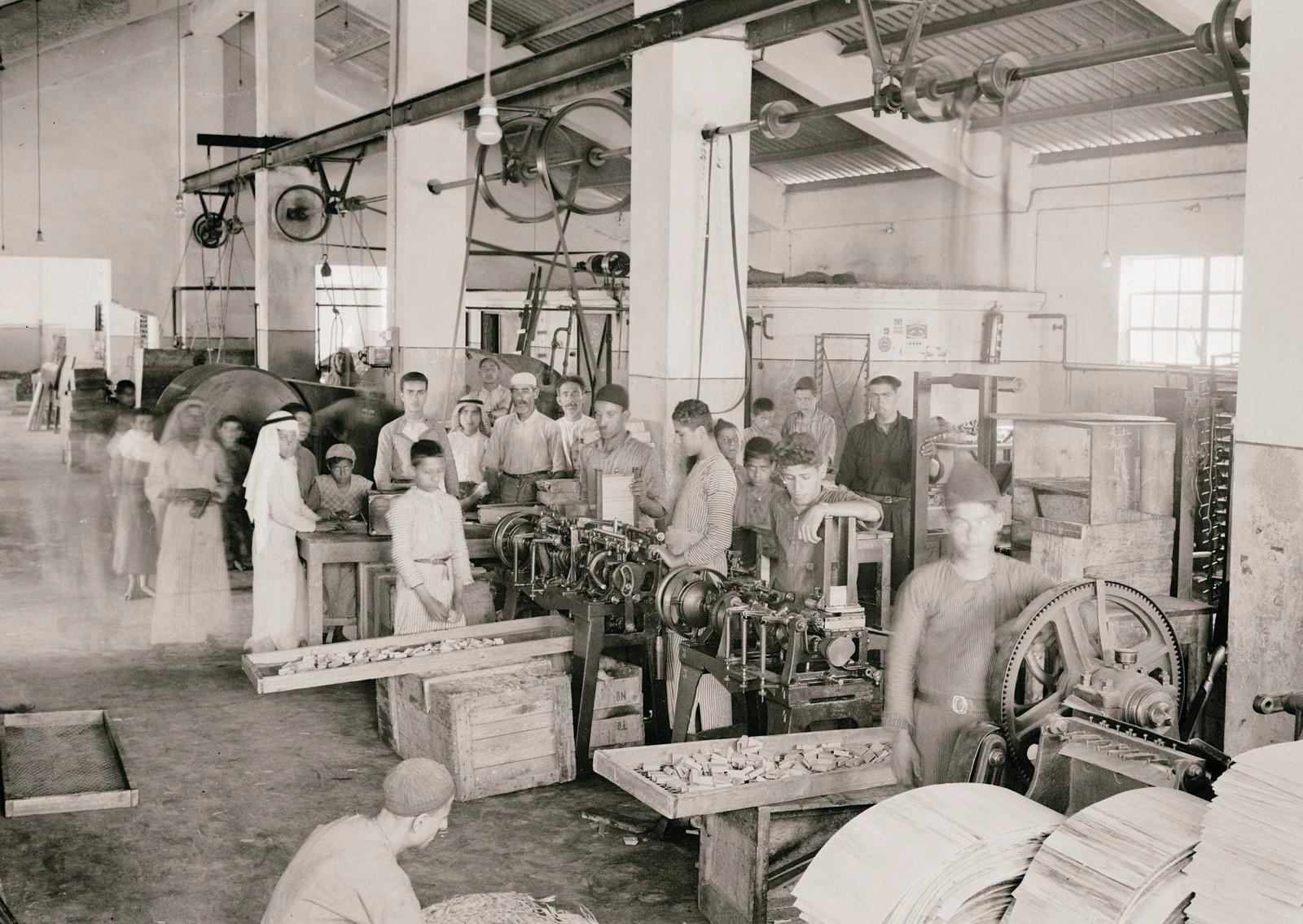 03. 1940. Шхем. Спичечная фабрика.  Главное рабочее помещение