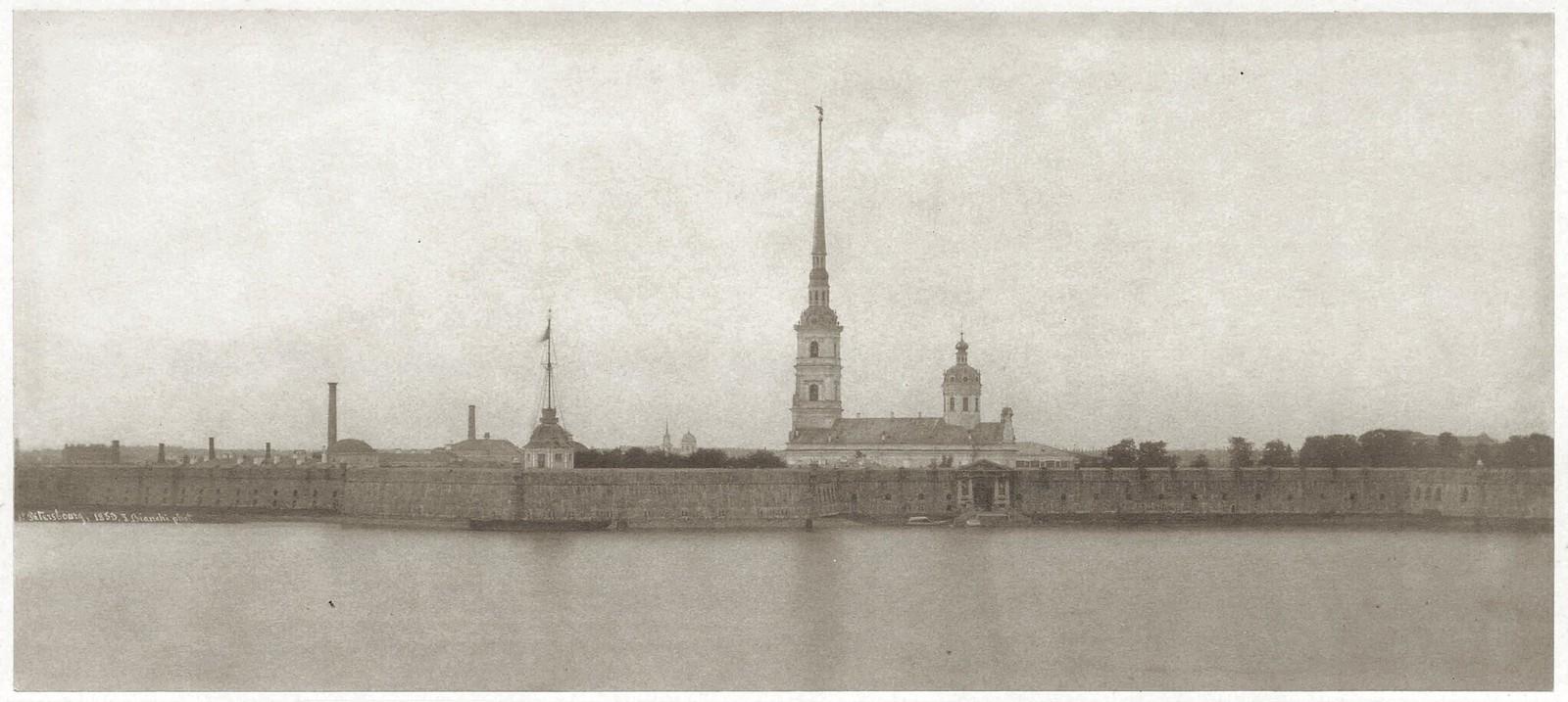 Вид на Петропавловскую крепость и Петропавловский собор, построенный по проекту архитектора Доменико Трезини в 1712-1732 гг. 1853