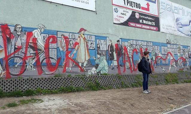 Pack, interwencja na muralu Tomasza Wełny