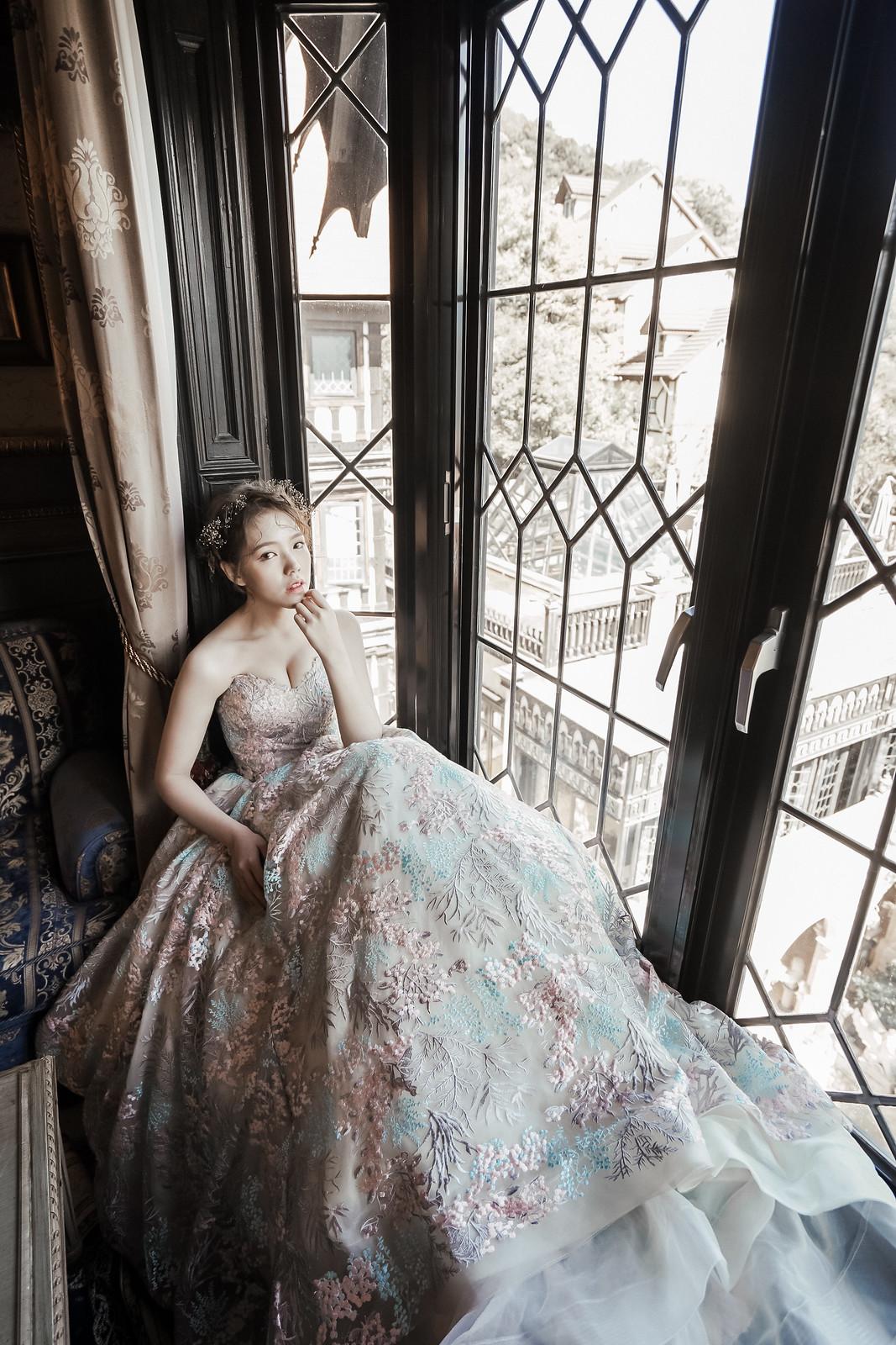 自主婚紗,冷艷,女皇,婚紗,婚紗照,幸福,傳統,個性婚紗,氣勢,神秘,吸引力,高貴,冷豔,攝影,造型,禮服,AMOR,愛情來了,莫兒禮服,攝影棚,外拍點,台中婚紗照,台中婚紗工作室