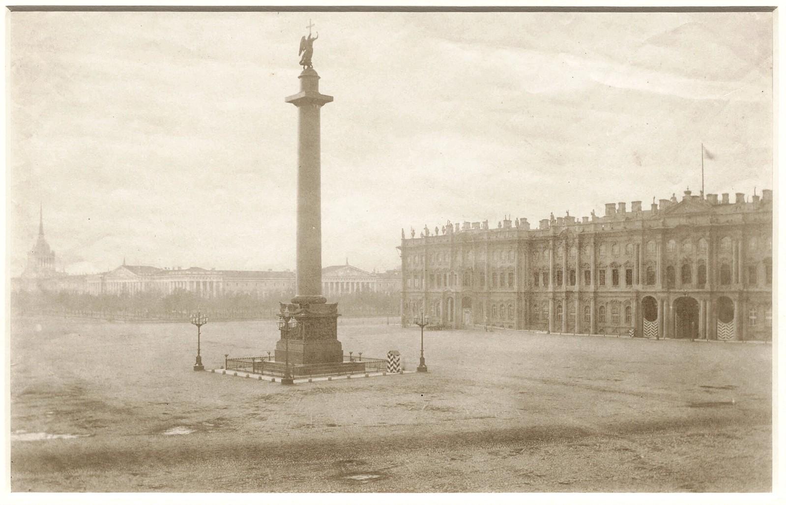 Дворцовая площадь с Зимним дворцом и Александровской колонной. 1850-е (до 1855)