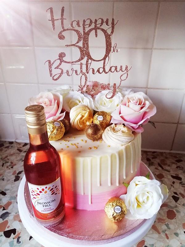 Cake by Caloshy Cupcakes