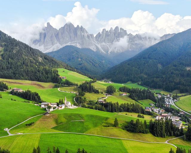 St. Magdalena, uno de los lugares de la ruta en coche por los Dolomitas