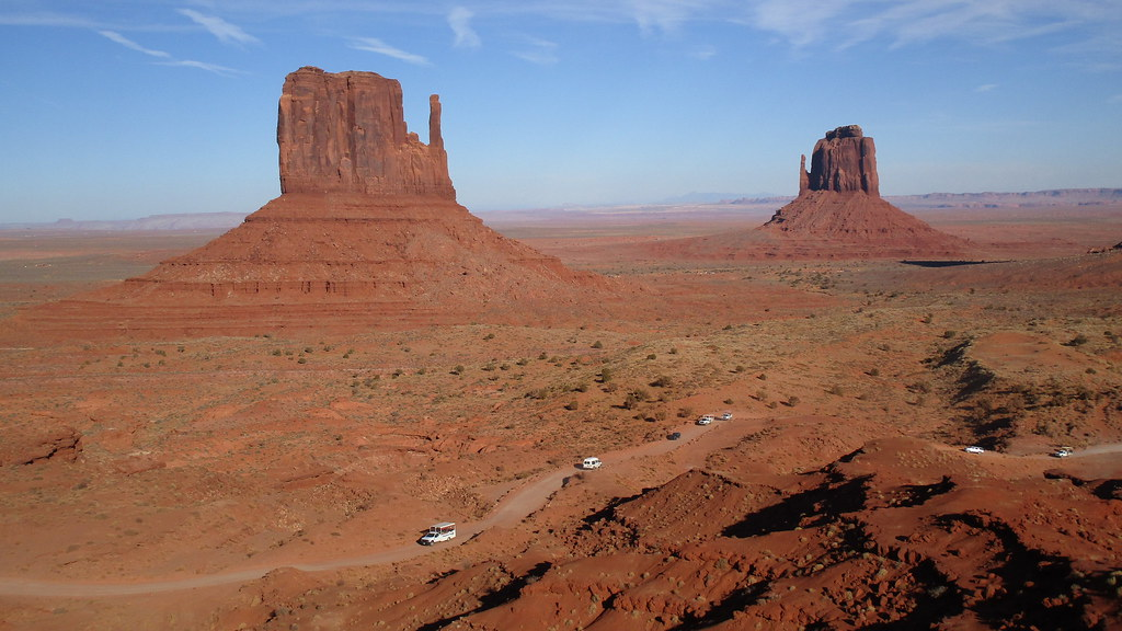 Arizona/Utah - Oljato-Monument Valley: World famous - the magnificent landscape with table mountains and sandstone formations