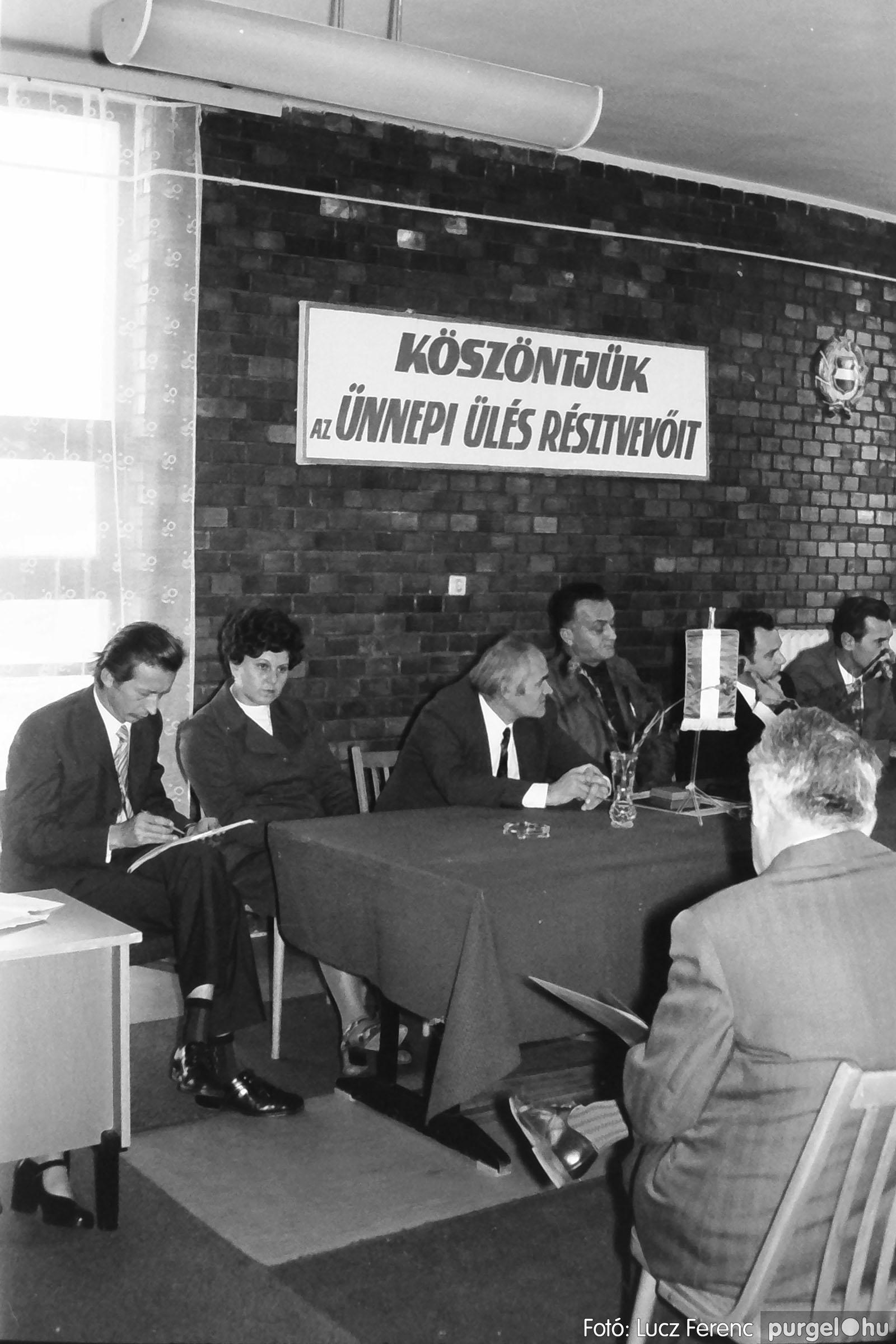 022 1975. Ünnepi ülés a tanácsházán 012 - Fotó: Lucz Ferenc .jpg