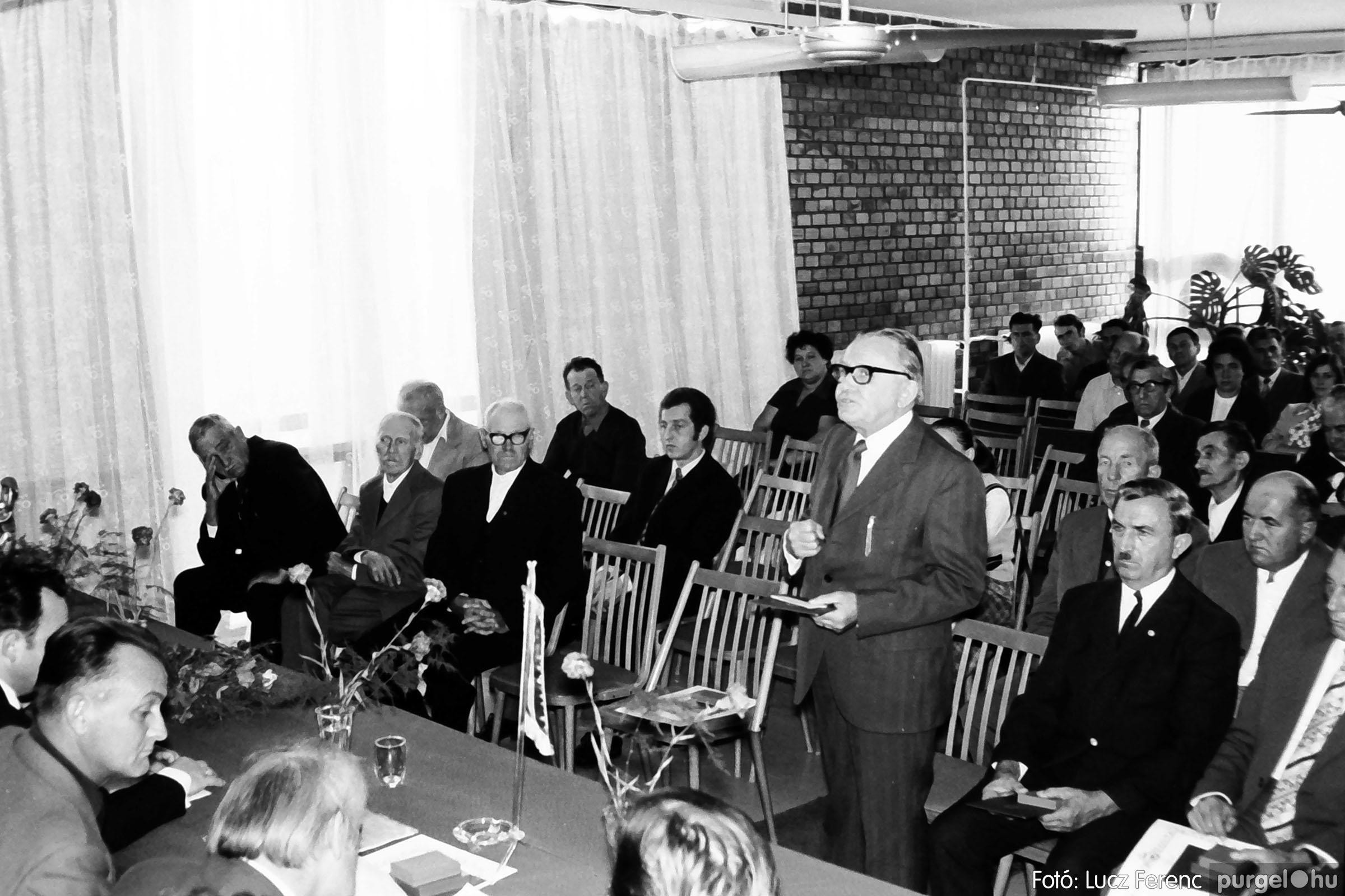 022 1975. Ünnepi ülés a tanácsházán 011 - Fotó: Lucz Ferenc .jpg