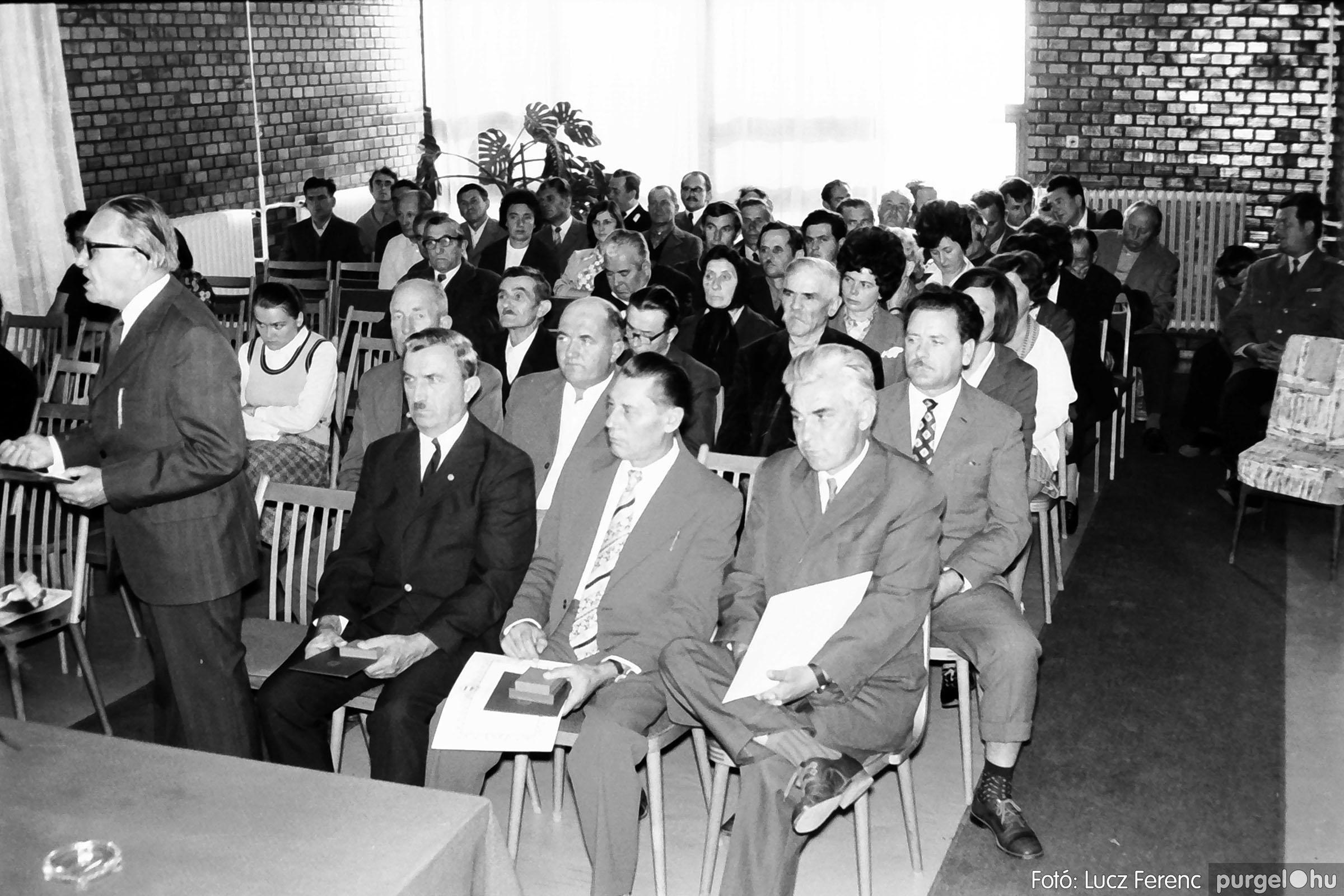 022 1975. Ünnepi ülés a tanácsházán 010 - Fotó: Lucz Ferenc .jpg