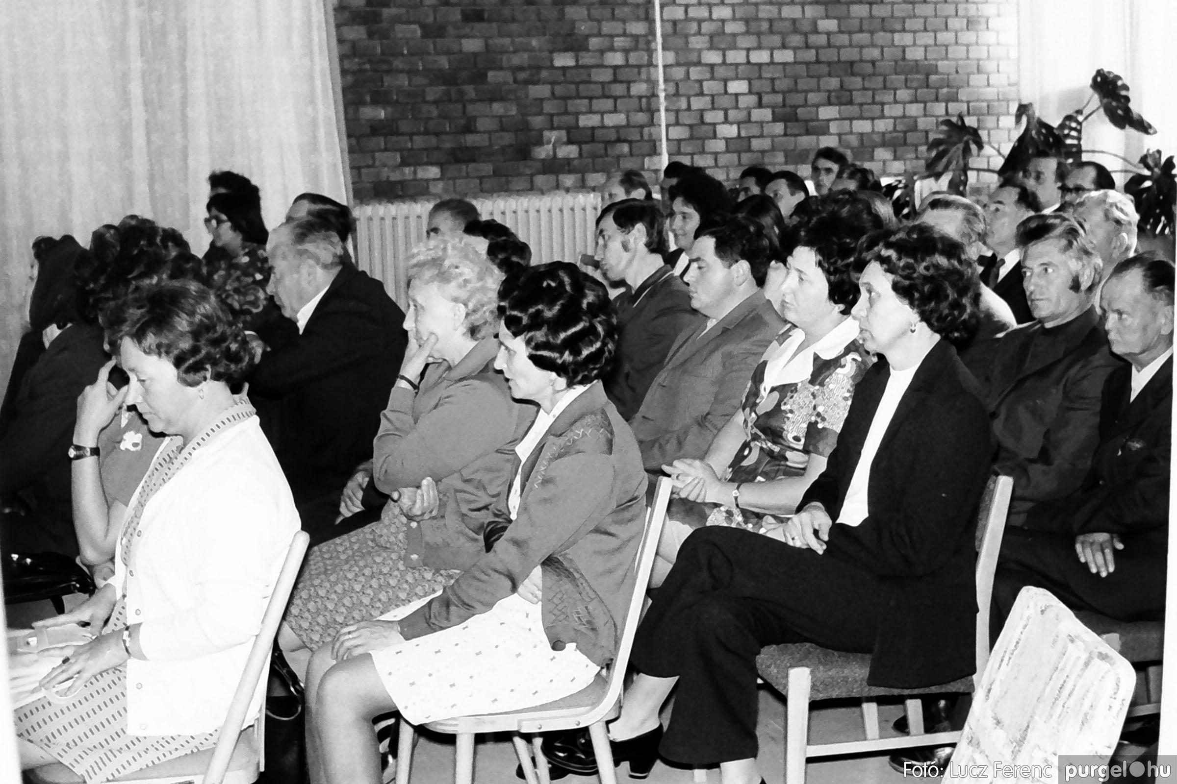 022 1975. Ünnepi ülés a tanácsházán 008 - Fotó: Lucz Ferenc .jpg