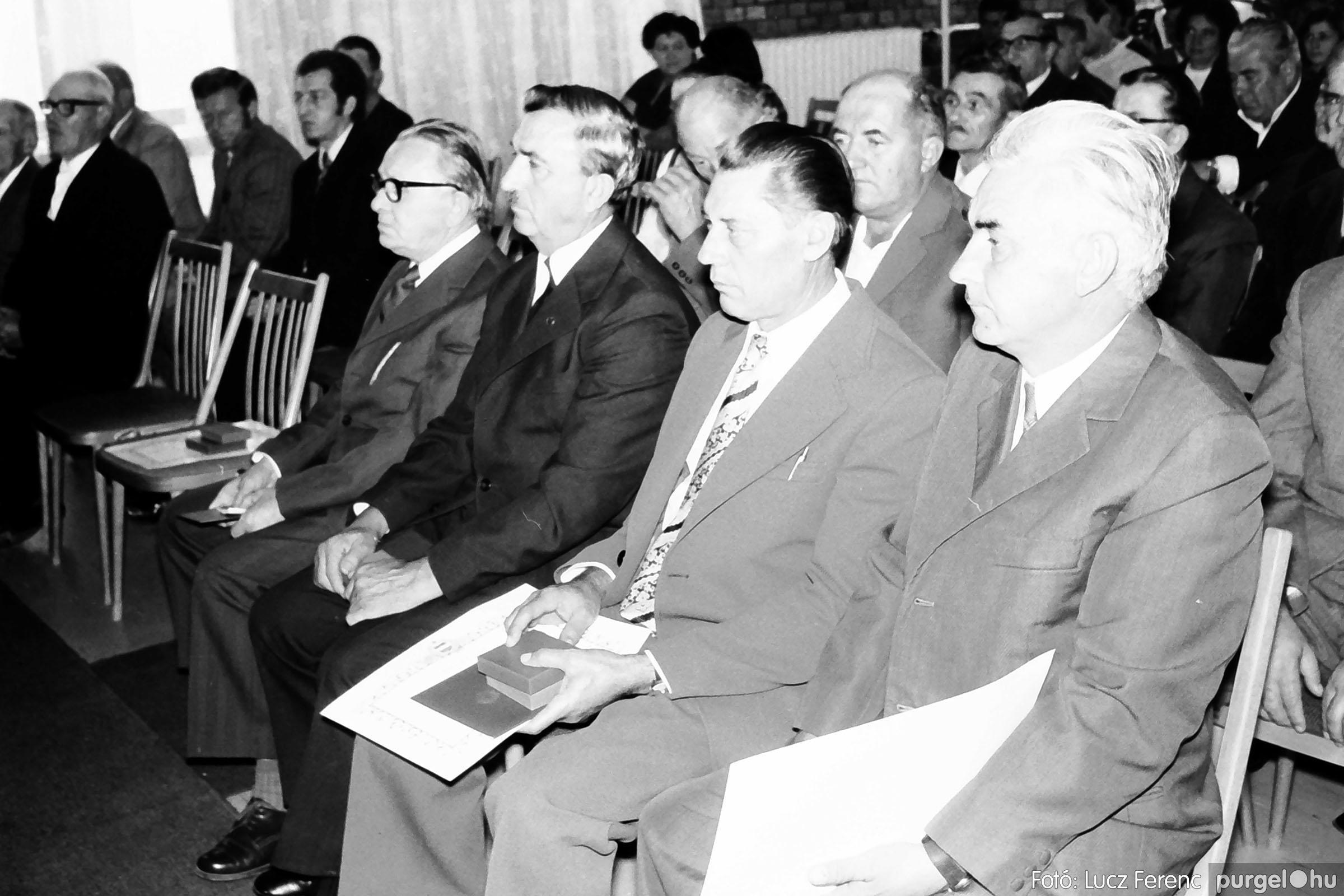 022 1975. Ünnepi ülés a tanácsházán 007 - Fotó: Lucz Ferenc .jpg