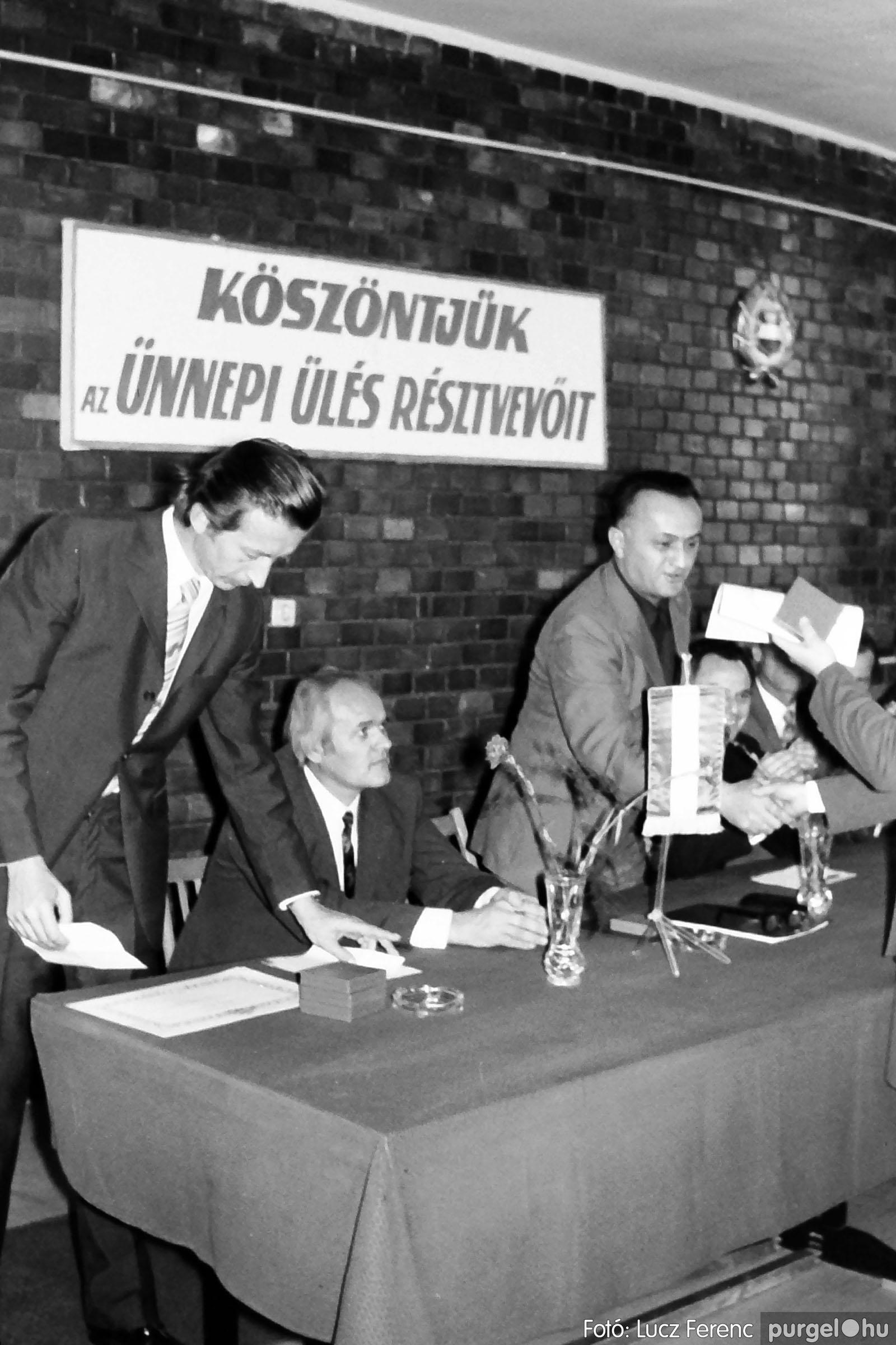 022 1975. Ünnepi ülés a tanácsházán 006 - Fotó: Lucz Ferenc .jpg