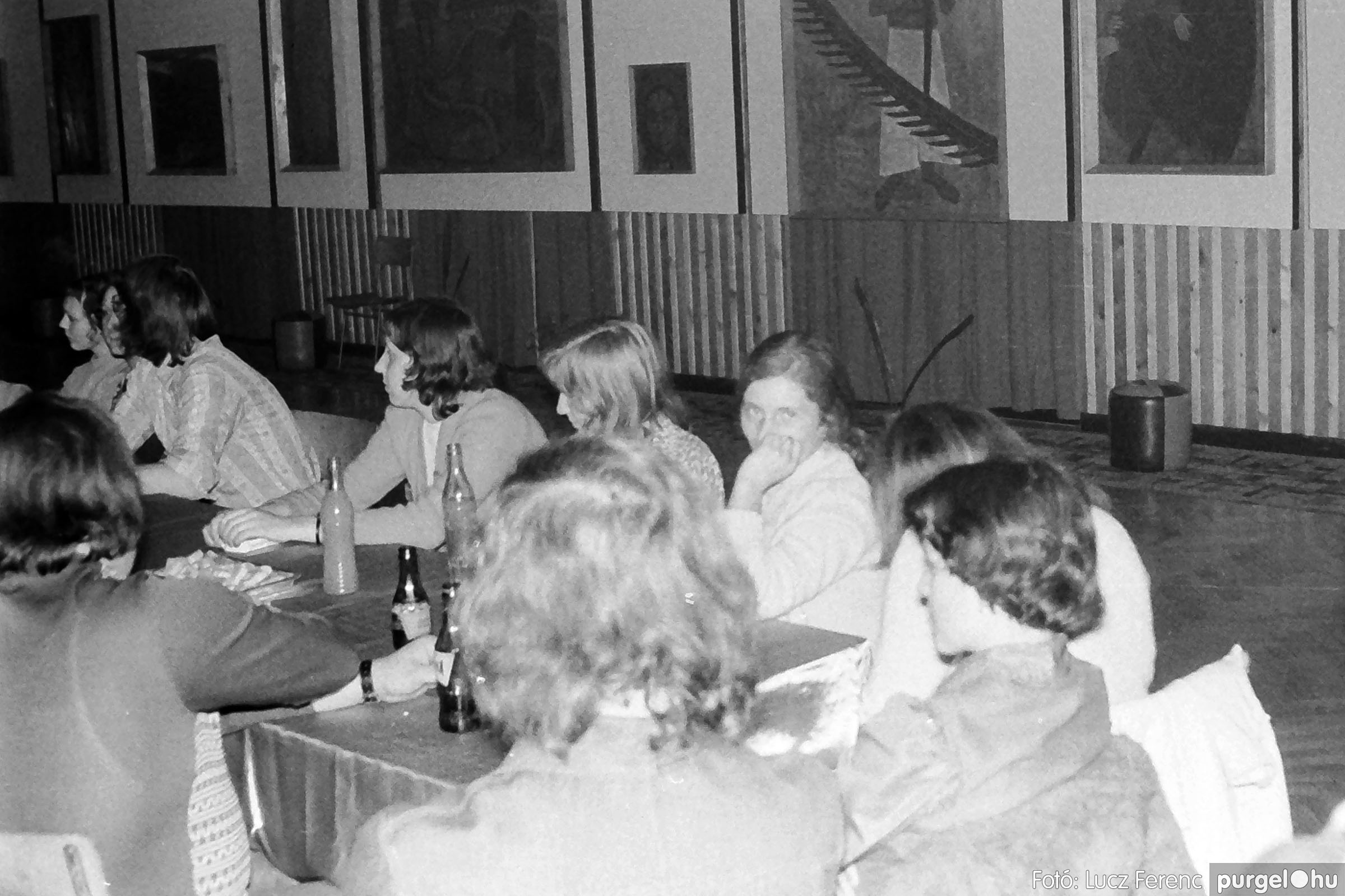 024 1975.10. Németh József és Szalay Ferenc festőművészek kiállítása 021 - Fotó: Lucz Ferenc IMG00222q.jpg