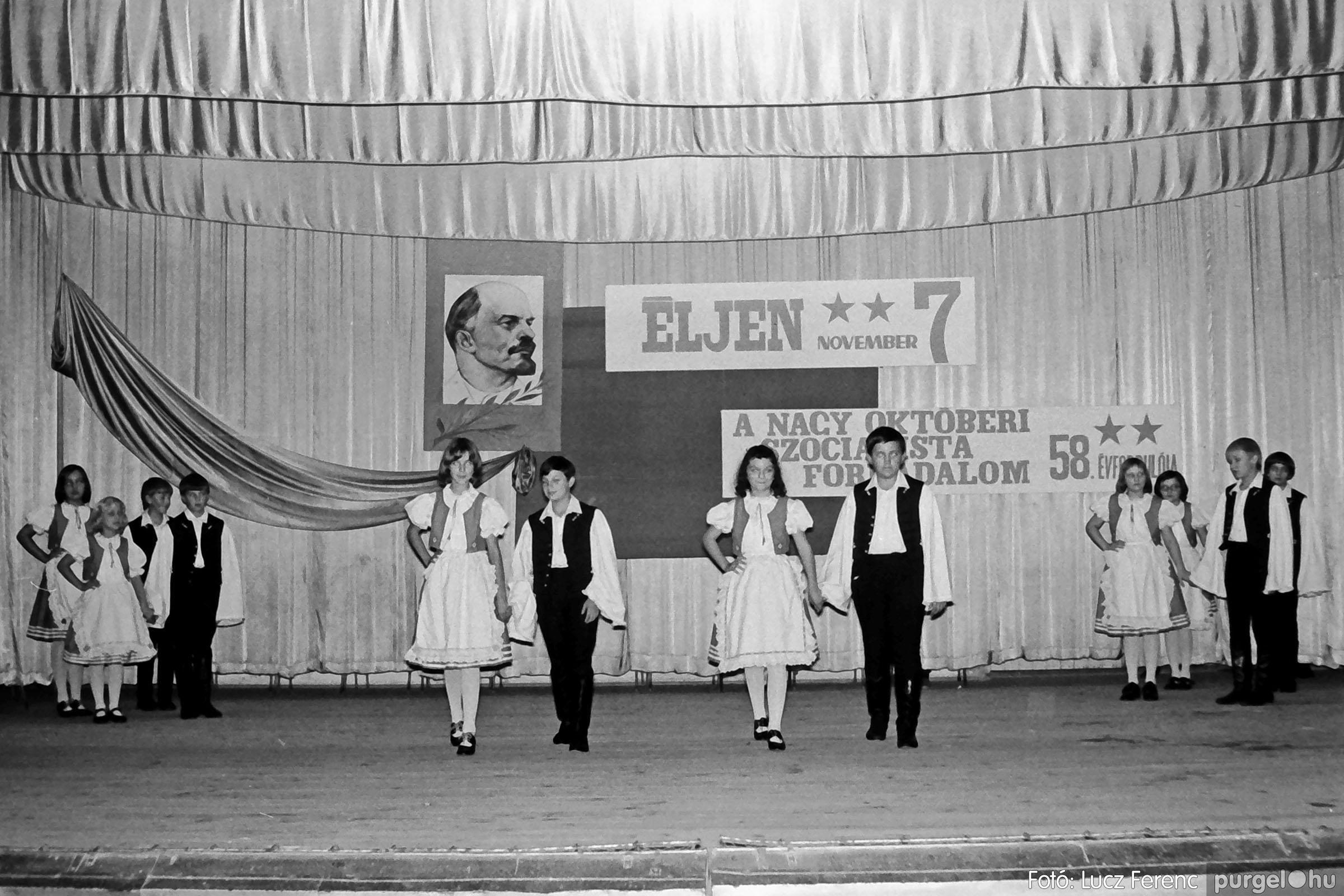 1975.11.07. 028 26. negatív - November 7-i ünnepség - Fotó: Lucz Ferenc - IMG00029q.jpg