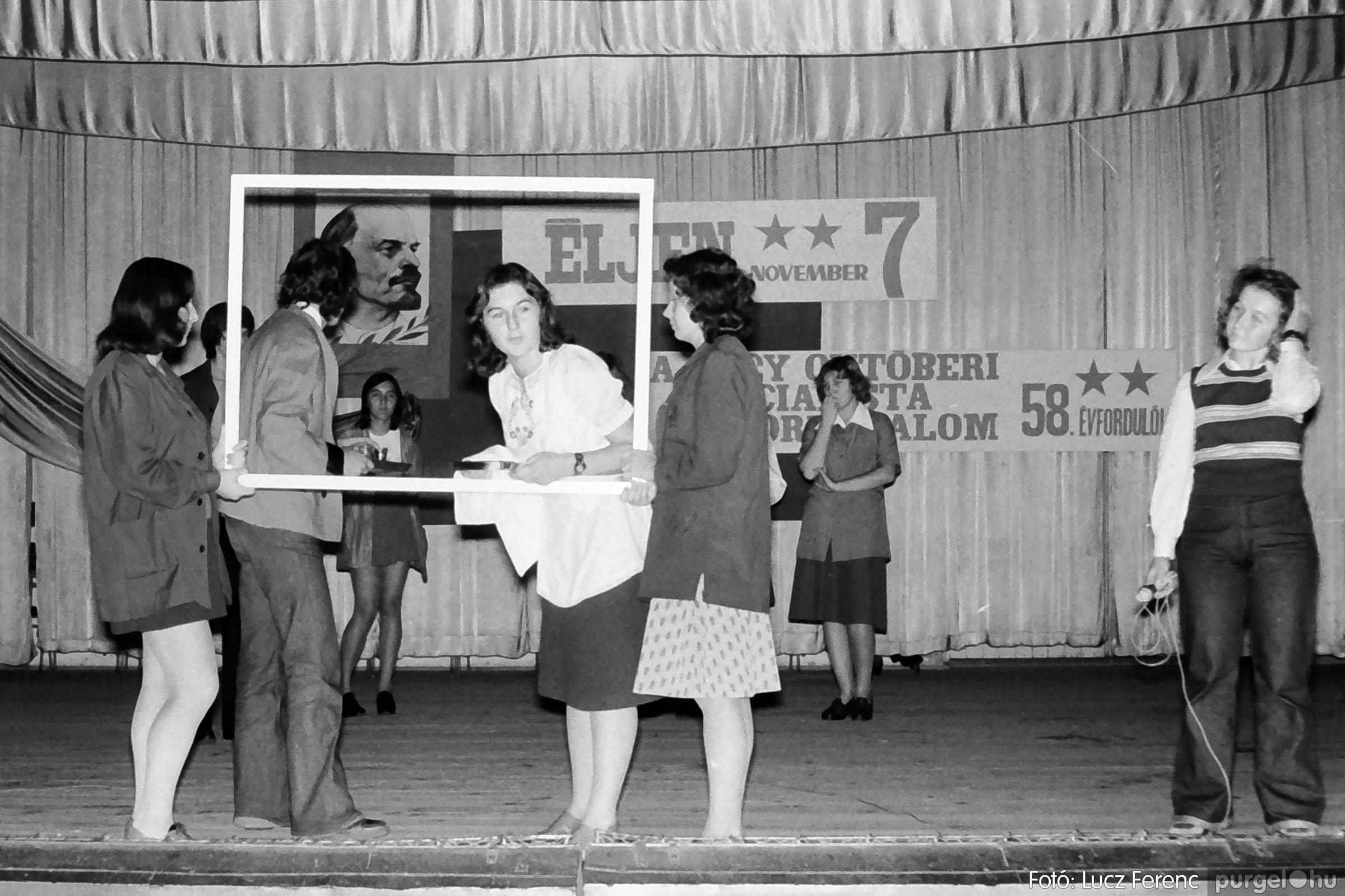 1975.11.07. 025 26. negatív - November 7-i ünnepség - Fotó: Lucz Ferenc - IMG00026q.jpg