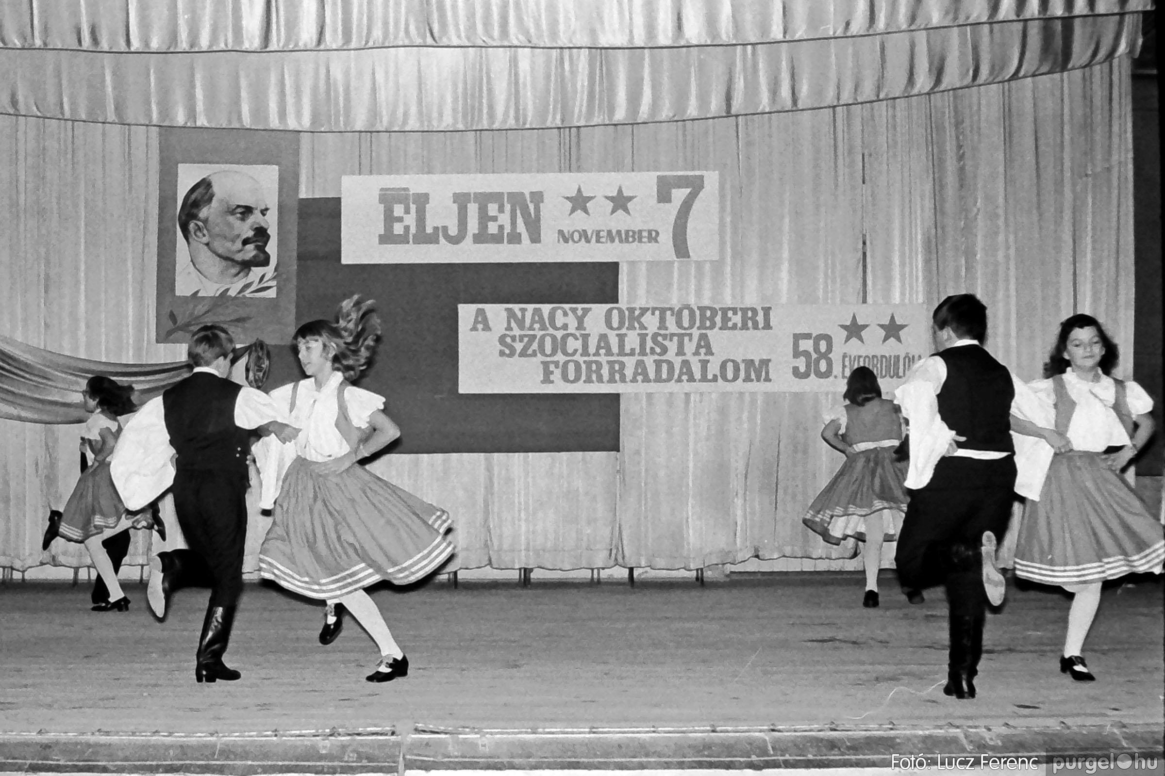 1975.11.07. 019 26. negatív - November 7-i ünnepség - Fotó: Lucz Ferenc - IMG00020q.jpg