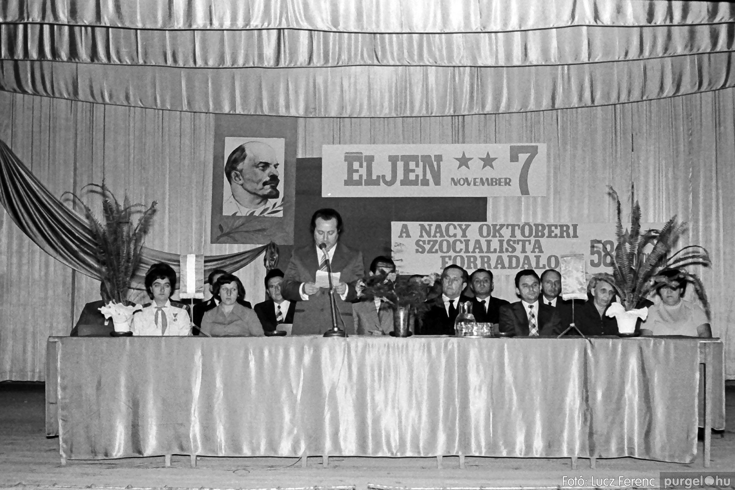 1975.11.07. 016 26. negatív - November 7-i ünnepség - Fotó: Lucz Ferenc - IMG00017q.jpg