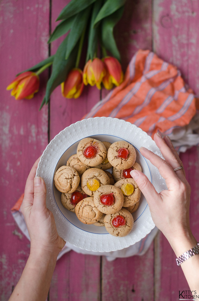 Biscotti veloci con la confettura nell'impasto
